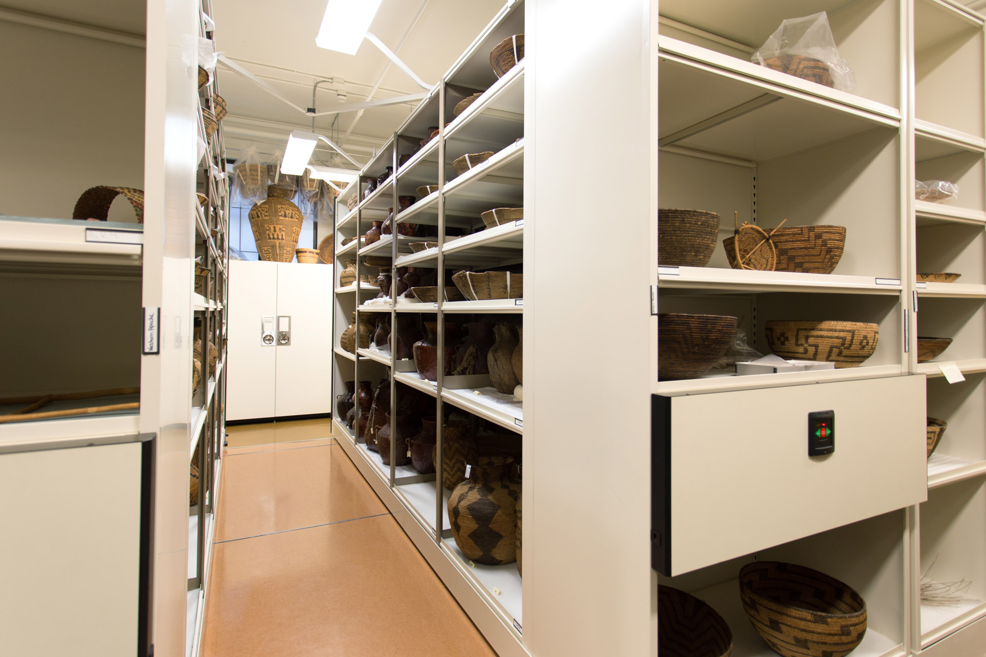 compact-storage-museum-gallery-compactor