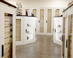custom-museum-cabinets-glass-display