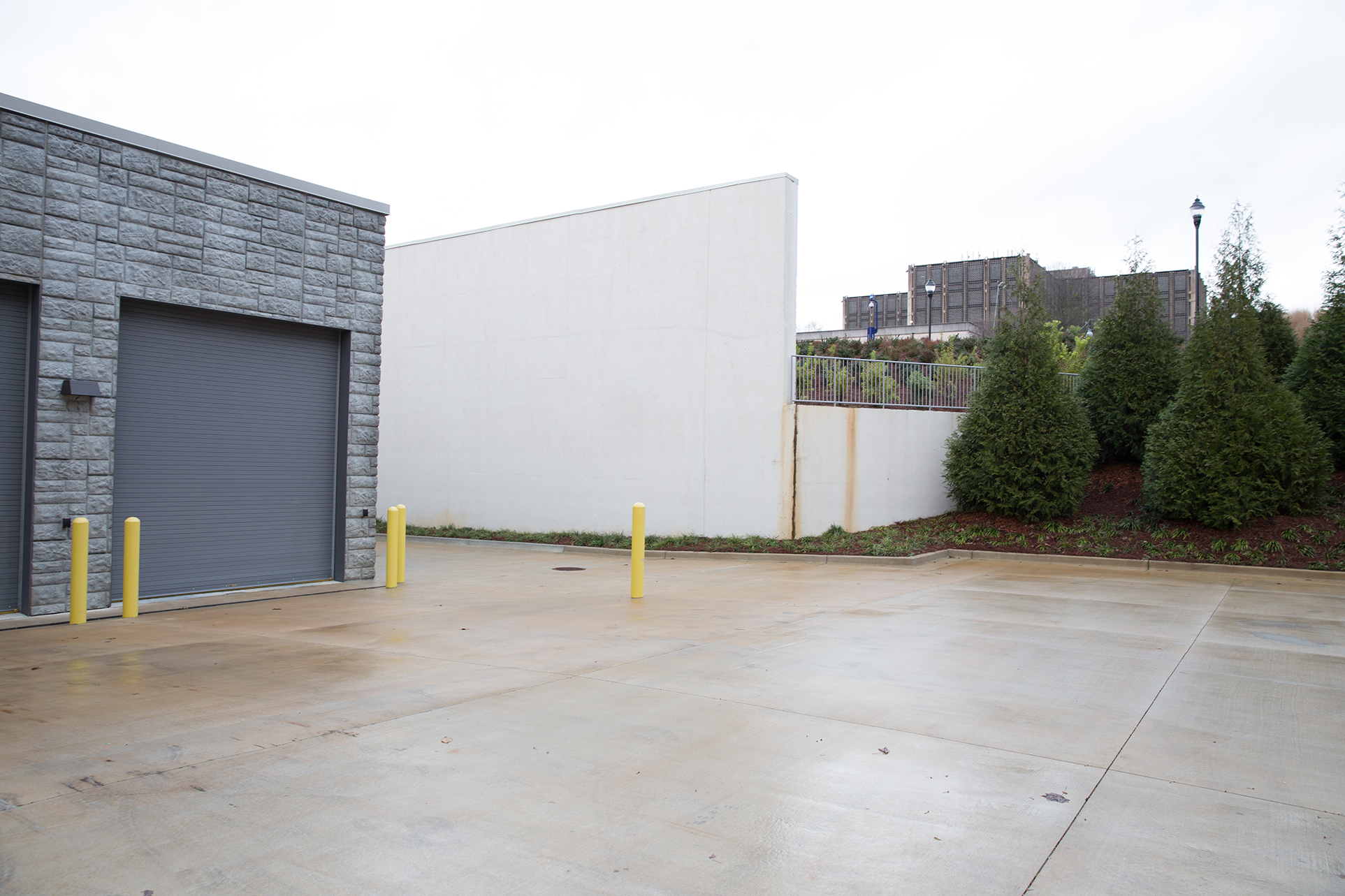 high-bay-offsite-library-shelving-facility-loading-dock