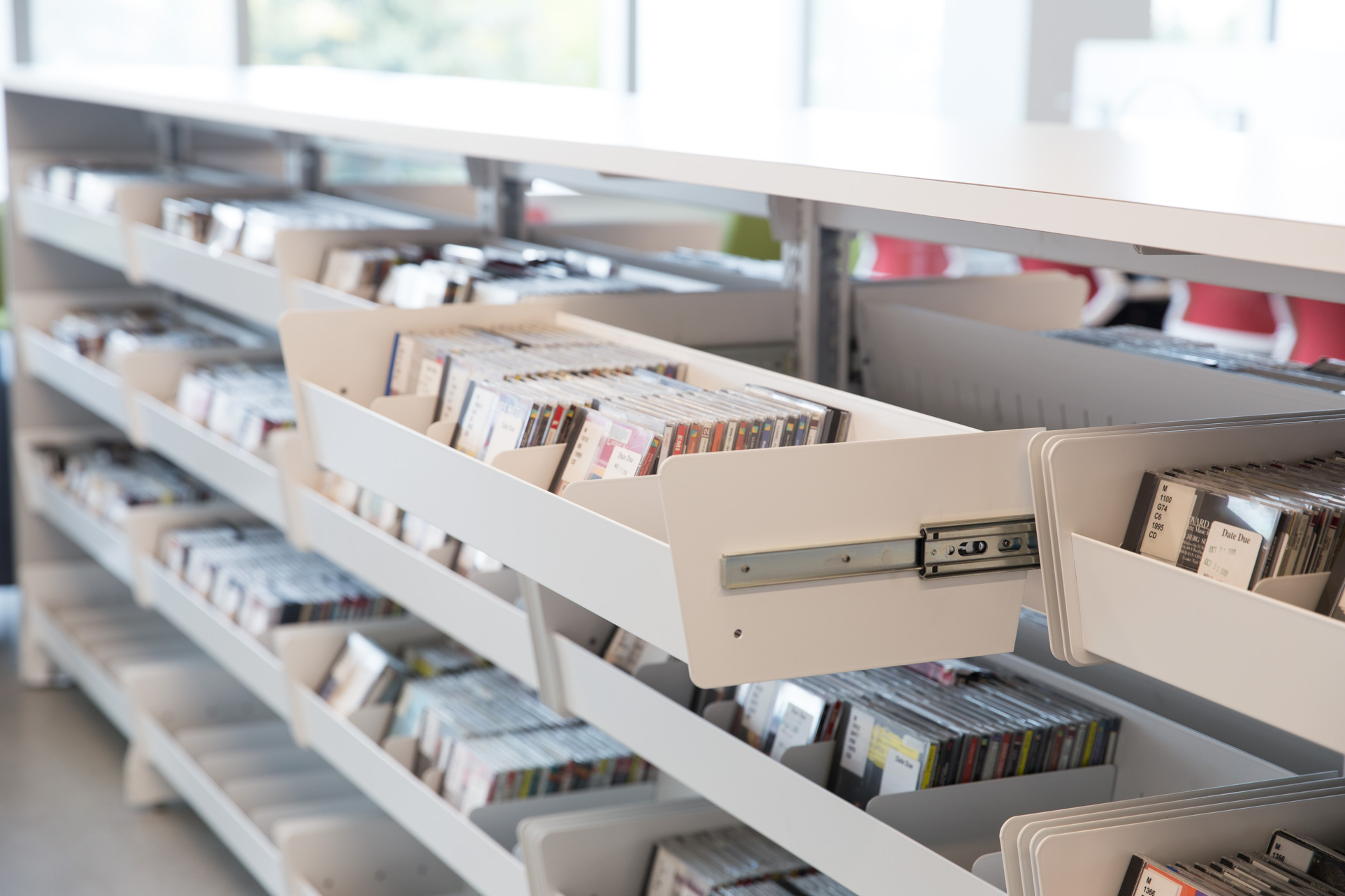pull-out browsing bins